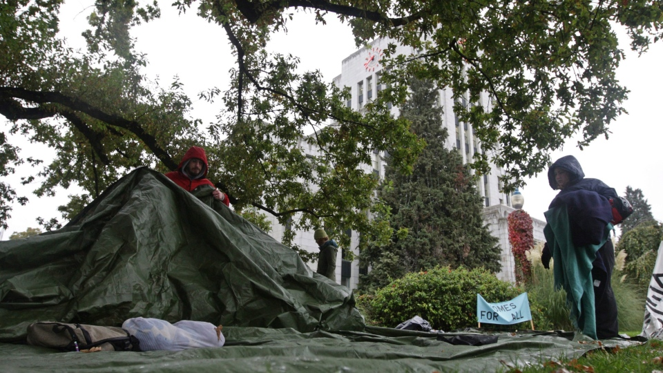 Homeless advocates set up camp on the lawn outside City Hall during a demonstration in Vancouver, B.C., on Thursday, October 16, 2008. (THE CANADIAN PRESS/Darryl Dyck)