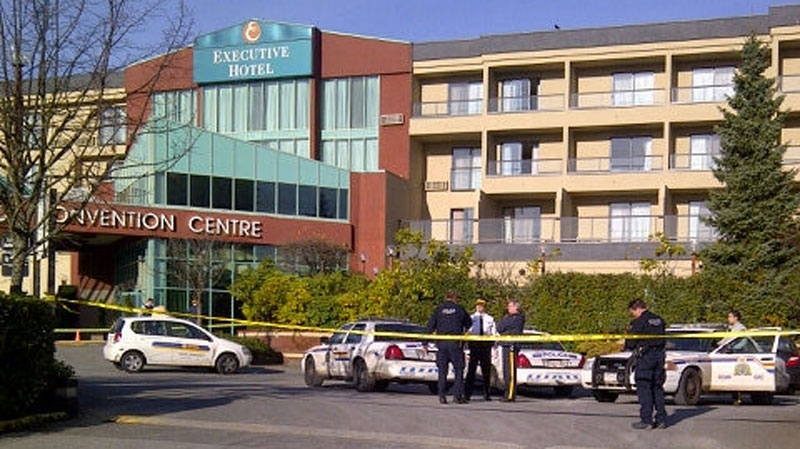 Police respond to a shooting at the Executive Hotel in Burnaby. Nov. 26, 2012. (CTV/Scott Hurst)
