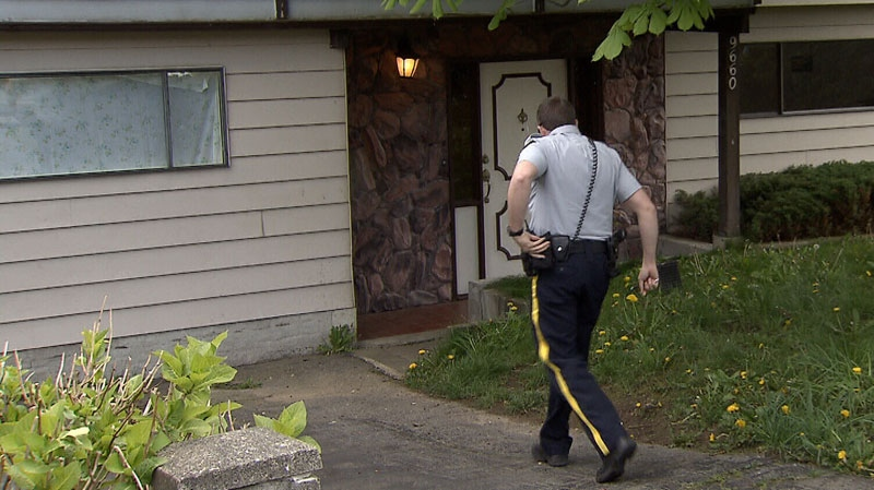 An RCMP officer approaches a drug recovery home. (CTV)