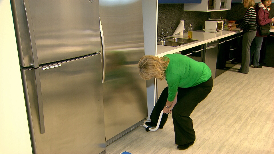 Consumer reporter Lynda Steele tests the EZ Moves furniture moving system. Jan. 10, 2013. (CTV)
