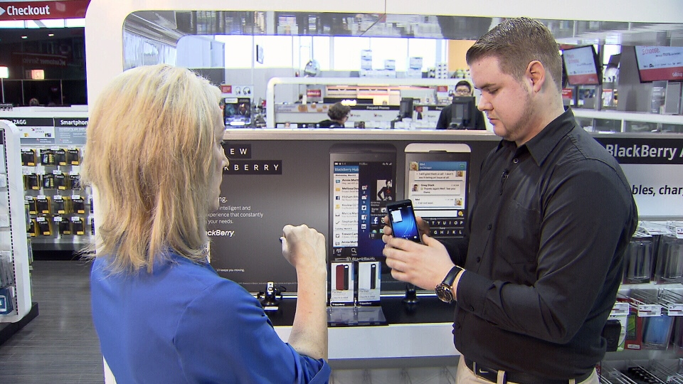 Consumer reporter Lynda Steele tests out the new Blackberry Z10 with Future Shop's Chris Newbigging. Feb. 5, 2013 (CTV)