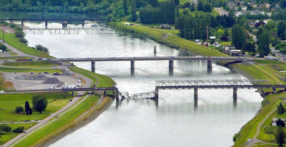 [杂谈] 美国桥梁省心否 40桥垮塌为什么(26P) - 路人@行者 - 路人@行者