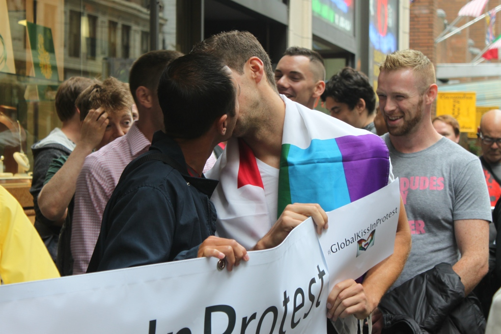 Kiss For The Camera Protesting Russia S Anti Gay Law