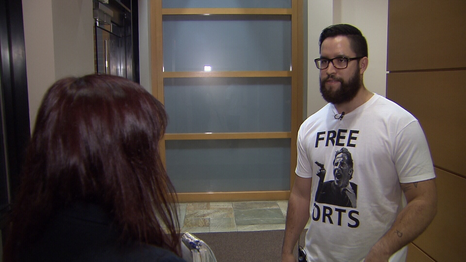 "Self-described superfan Treven Lepage was ordered by the Vancouver Canucks to stop selling ""Free the Torts"" t-shirts. (CTV)"