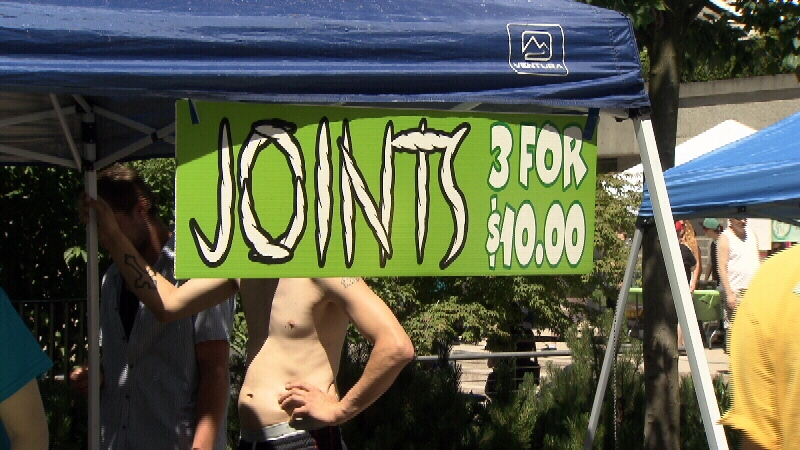 Deals on joints at a marijuana market in Vancouver. (CTV)