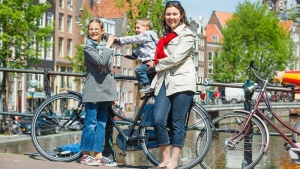On average, Dutch women stand almost 1.71 metres (5.6 feet) tall. (Max Topchii / shutterstock.com)