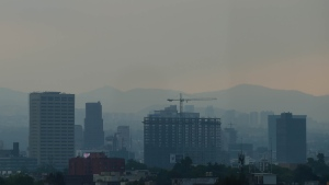 Due to worsening smog Mexico City officials issued a new air pollution alert on Monday, meaning that 40 percent of vehicles will be banned on Tuesday. (ALFREDO ESTRELLA / AFP)