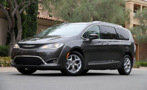 2017 Chrysler Pacifica sets a new benchmark for the minivan (Photo: Antoine Joubert/Autofocus.ca)