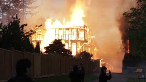 Fire rips through townhouse complex (CTV).
