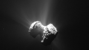 The July 20, 2015 photo released by the European Space Agency ESA on Tuesday, July 28, 2015 shows an image of the comet 67P/Churyumov-Gerasimenko with its coma taken by the Navcam camera of the Rosetta orbiter from a distance of 171km from the comet center. (AP Photo / ESA/Rosetta / Navcam)