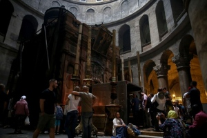 A major restoration project has begun at the shrine inside Jerusalem's Church of the Holy Sepulchre where Jesus is said to have been buried before his resurrection. (©GALI TIBBON / AFP)