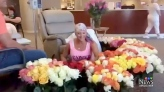 Husband gives wife 500 roses on last day of chemo