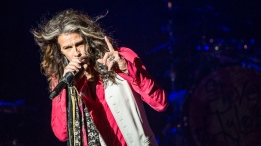 """Promoting his imminent solo country album, """"We're All Somebody from Somewhere,"""" Steven Tyler mixed new songs with Aerosmith classics like """"Sweet Emotion"""" and """"Cryin.'"""" Photos by Anil Sharma."""