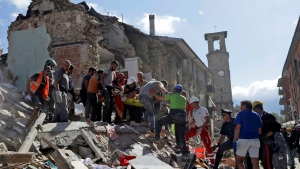 Rescuers carry a stretcher following an earthquake in Amatrice, central Italy, Wednesday, Aug. 24, 2016. (AP Photo / Alessandra Tarantino)