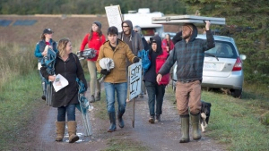 Cheryl Maloney, a Mi'kmaq activist, leads protesters to a blockade of a worksite near the Shubenacadie River in Fort Ellis, N.S. on Monday, Sept. 26, 2016. (THE CANADIAN PRESS/Andrew Vaughan)