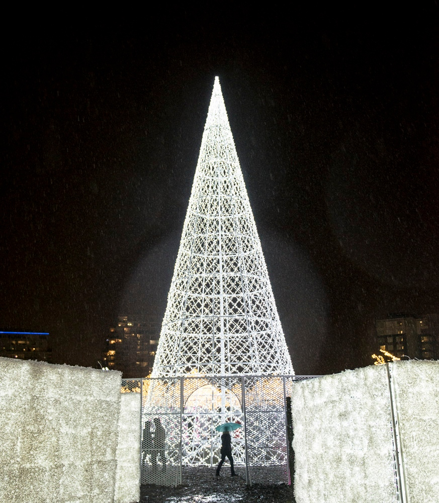 Merry And Bright: Inside The World's Largest Christmas