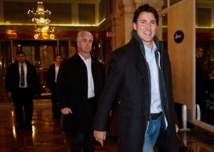 Prime Minister Justin Trudeau, right, arrives at a Liberal cabinet retreat in Calgary, Alta., Sunday, Jan. 22, 2017. (THE CANADIAN PRESS/Jeff McIntosh)
