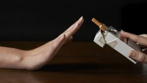 A new study suggests that stopping smoking could help improve the symptoms of depression. © Studio-Annika/istock.com