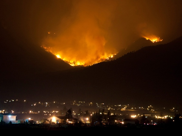 The Mount McLean fire rages just above Lillooet, B.C. August 3, 2009. (B.C. Wildfire Management Branch)