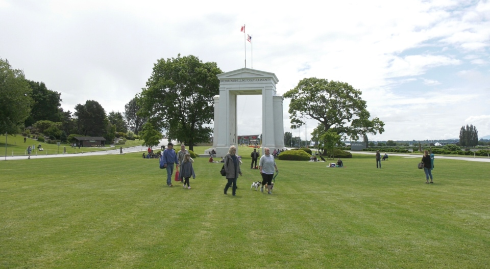 Family reunited at peace arch